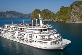 A Complete Guide to Chartering a Cruise in Halong Bay